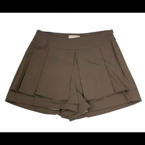 Line & Dot pleated brown shorts